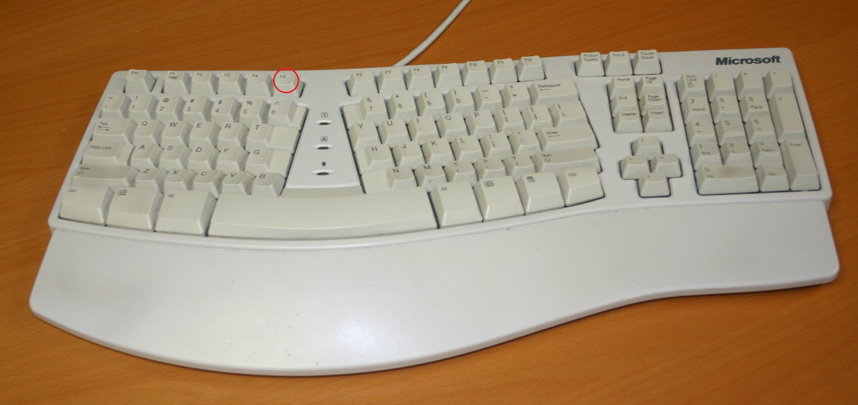 Microsoft natural keyboard.jpg